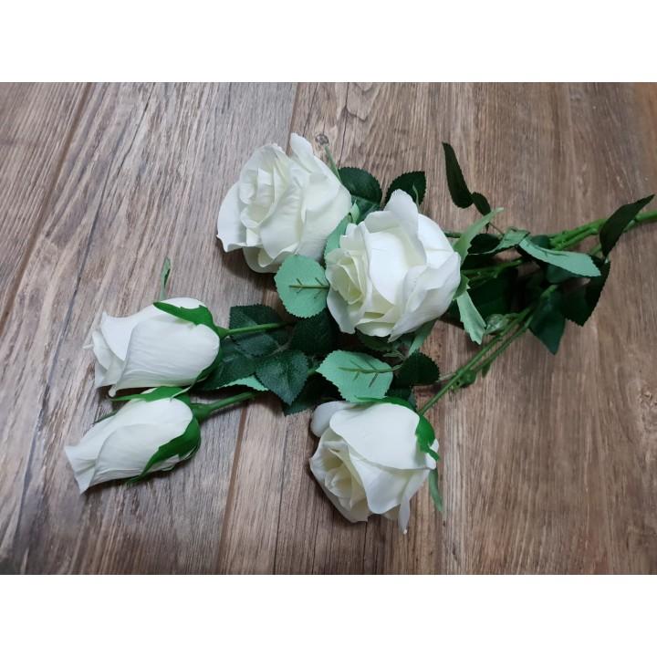 Искусственный букет из роз