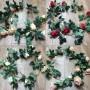 Гирлянда из роз с зеленью